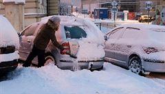 Západní Čechy zasáhlo první sněžení. Do půlnoci může napadnout kolem deseti centimetrů