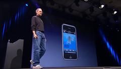 Měl jedno tlačítko a obrovský displej. Jak iPhone za 10 let změnil svět mobilů
