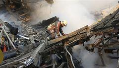 Íránská výšková budova se zřítila po požáru, bylo v ní prý až 100 lidí