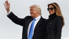 Trump přiletěl do Washingtonu, novináře s sebou nevzal. Obama udělil 330 milostí