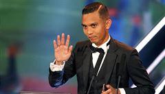 VIDEO: Malajec vstřelil neuvěřitelný gól. Stovky lidí ho vítaly v dresech jako hrdinu