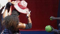 VIDEO:  Williamsová dostala klobouk od legendy: Vždycky se hodí, jsem nadšená