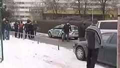 Policisté obvinili mladíka, který je podezřelý z přepadení herny v Praze
