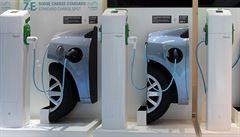 Vláda reaguje na smog: Sobotka chce prosadit elektromobily a kotlíkové dotace
