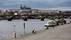 Muž vylovil z Vltavy granát. Policie v Praze uzavřela část náplavky