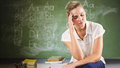 Na pozici učitele se hlásí o třetinu méně lidí než loni, na asistenta o dvě třetiny