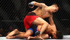 VIDEO Brutální noc v UFC: krásné bitvy žen, zlomeniny, knockouty i návrat 'Zombie'