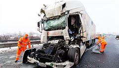 Hromadná nehoda uzavřela D8 na Německo. Bouralo se po celých Čechách