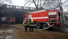 Pod pilířem Hlávkova mostu v Praze policie našla ohořelé tělo