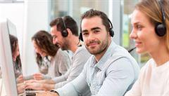 Haló, tady chatbot. Zákaznické linky obsadí automatické hlasy, tvrdí analýza