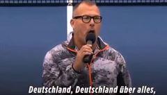 VIDEO: Nechutné. Němkám zazpíval na Havaji učitel 'nacistickou hymnu'