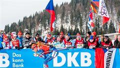 Biatlonová horečka v mrazivém Hochfilzenu: medailová Koukalová i slunící se fandové