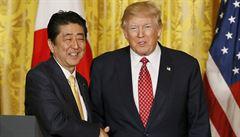 Trump uklidňoval japonského premiéra. Žádá ale 'spravedlivé obchodní vztahy'