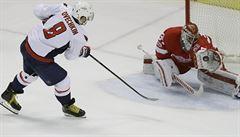 NHL: Hvězdy zápasu. Zacha střelil gól, Mrázek přispěl k výhře Detroitu zákroky