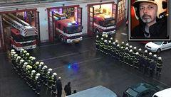 Hasiči z celého Česka se loučili s kolegou z Prahy, který zahynul po požáru ve Zvoli