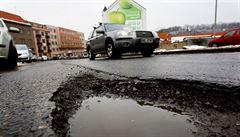 Stát neověřil využití miliard na opravy krajských silnic, míní kontroloři