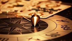 Češi začínají na internetu den horoskopy a končí nakupováním