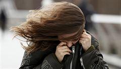 Extrémně silný vítr zasáhne Moravu, výstraha platí až do úterý