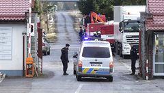 Policie prohledává halu Poličských strojíren zničenou výbuchem