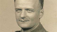Kalendář hrdinů: prvního parašutistu Riedla vysadili 460 kilometrů od cíle