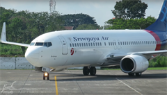 Boeing 737 musel v půlce cesty otočit, piloti zapomněli zavřít dveře