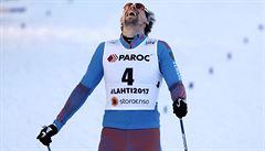 Nor Sundby si před cílem sám zlomil hůlku. Mistrem světa ve skiatlonu je Rus Usťugov