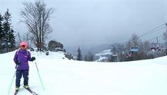 Na horách se stále lyžuje, kvůli oteplení ale opadá zájem návštěvníků