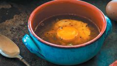 Jednoduchá polévka, která zasytí. Zkuste vývar s vejci