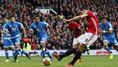 VIDEO: Zlatan nedal penaltu a Manchester jen remizoval. 'Nový Leicester' vyhrál