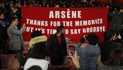 Dle Wengera za další debakl Arsenalu mohou sudí. Fanoušci jej v klubu nechtějí