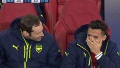 Čemu se směješ? Útočník Arsenalu vyprávěl i přes debakl od Bayernu Čechovi vtípky