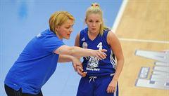 Kontroverzní trenérka basketbalistek o místo (zatím) nepřijde. Šlo o frašku?