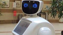 Zamrká, zavtipkuje, ukáže cestu. Modrooký robot Metroša baví cestující v ruském metru