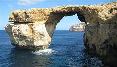 Malta přišla o turistické lákadlo. 'Azurové okno' se zhroutilo do moře