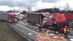 Na D1 ve směru na Prahu bourala čtyři nákladní auta, provoz už je obnoven