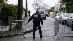 Francouzská policie vyšetřuje teroristický útok v Paříži. Jeden muž sťal druhého