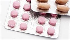 Smrtelný koktejl z pilulek. Za 10 let vzrostl desetkrát počet úmrtí v souvislosti s léky