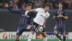 Neunesl vyřazení od Barcy. Fotbalista PSG Motta najel autem do fanouška