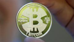 Kybernetická měna bitcoin láme rekordy. Poprvé se přehoupla přes 8000 dolarů