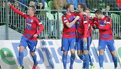 Plzeň dvakrát v Karviné prohrávala, po gólu v závěru ale slaví triumf a posun do čela