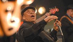 Zemřel James Cotton. Poslední z velkých bluesových harmonikářů, jehož milovali hippies