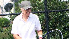 Sedmdesátiletá babička dál 'trápí' mladé tenistky. Češce Markové vzala dvě hry