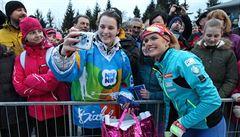 Oslava biatlonu. Koukalová rozdávala úsměvy a poté ovládla exhibiční supersprint