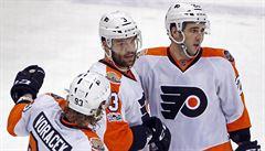 NHL: Voráček a Gudas přispěli ke kanonádě, trefil se i Hemský