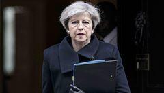 K útoku v Londýně se přihlásil Islámský stát. Zabíjel rodilý Brit, řekla Mayová