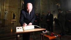Do chrámu sv. Víta přišlo uctít zesnulého kardinála Vlka přes tisíc lidí