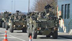 Z Rozvadova vyrazil konvoj amerických a britských vojáků. Česko opustí v neděli