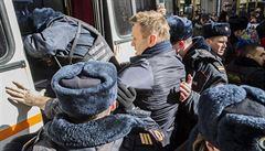 15 dní vězení a pokuta dvacet tisíc rublů. Navalnyj prý kladl policii odpor
