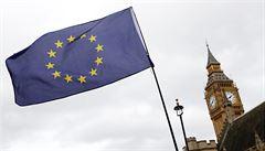 Diváci na klasickém koncertu v Londýně museli stáhnout vlajky Evropské unie