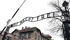 Romové dostanou odškodnění za věznění v koncentračních táborech. Zaplatí si z něj pohřeb